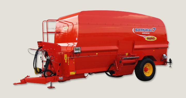 Trailed unifeed mixing wagons for livestock feeding